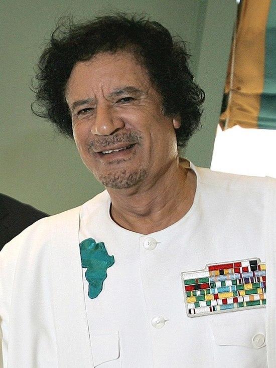 Партийцы показали в твиттере эволюцию ливийского лидера: от главы страны до трупа в холодильнике