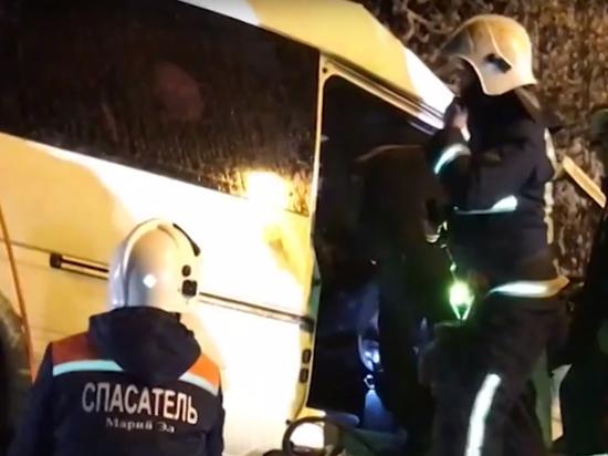 «Всех пристегивал»: односельчане оправдывают водителя, погибшего вместе с 14 пассажирами