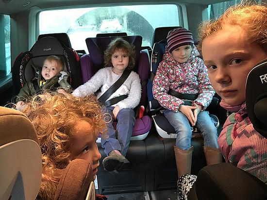 Где безопаснее ставить детское автокресло в машине