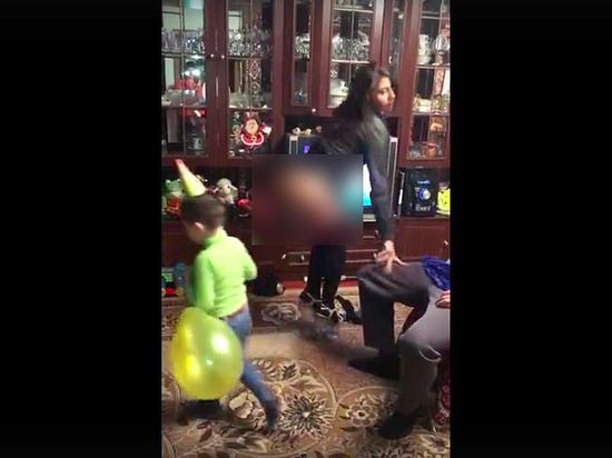 Видео на ютубе смех падения со стриптизом