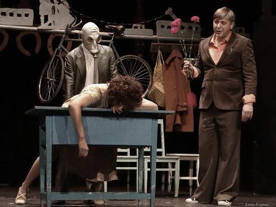 Лев Эренбург: «Над театром пролетают первые ласточки несвободы»