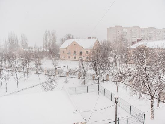 По югу России гастролирует снег