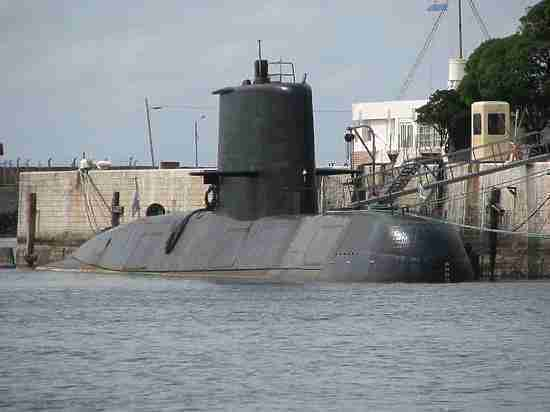 Власти исключили версию о попадании торпеды