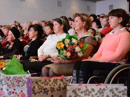 Ставрополь поздравил мам с праздником