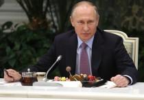 Президент России Владимир Путин раскрыл рабочим-железнодорожникам, как долгие годы оставаться энергичным, молодым, здоровым и бодром