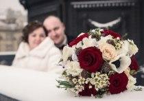 Такая композиция особенно популярна у пар, которые собрались пожениться во время зимних праздников