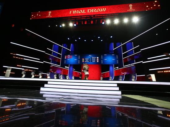 Кубок мира по футболу показали в Кремле