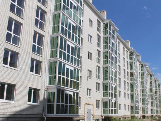 Счастливые обладатели квартир нового дома в «Гармонии» получают ключи