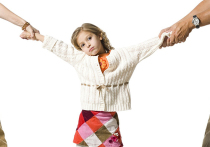 Битва за богатую девочку: родные и близкие устроили разборки