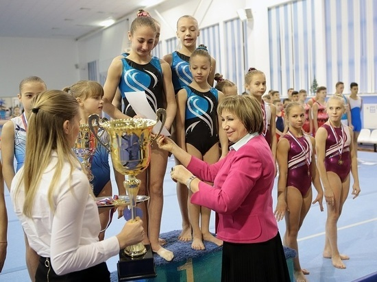 Лариса Латынина вручила калужскому губернатору Кубок чести