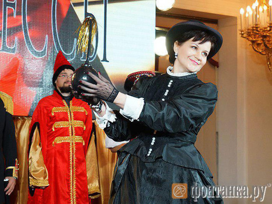 Редакции городских СМИ устроили дореволюционный маскарад в Мраморном дворце