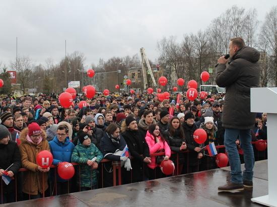 За Навальным в Пскове наблюдали с подъёмных кранов с видеокамерами
