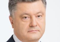 Президент Украины Петр Порошенко прокомментировал ситуацию вокруг  телеканала NewsOne, офис которого накануне блокировала группа воинственно настроенных лиц в камуфляже и балаклавах