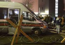 Блокировка «NewsOne»: неугодные власти СМИ загоняют за колючую проволоку