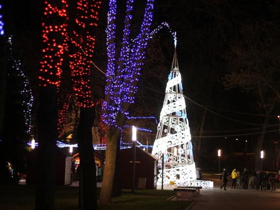 Какие улицы в Пскове украсят к Новому году?