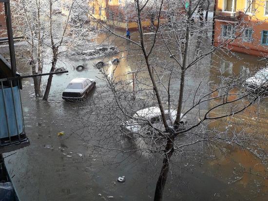 Атлантида по-омски: Комсомольский городок затопило из-за прорыва трубы