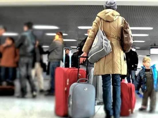 Люди уезжают из Томска