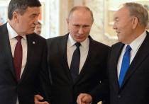 Сооронбай Жээнбеков свой первый визит в качестве президента Кыргызстана совершил в Россию