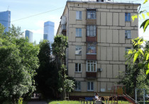 Светить не менее двух часов в день придется солнцу в окна московских квартир