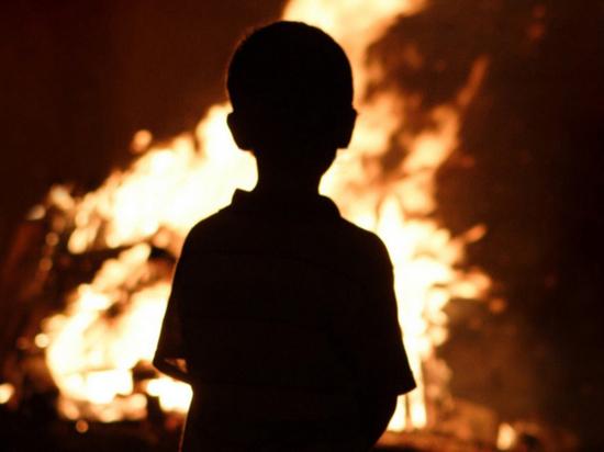 Девятилетний мальчик спас из огня семью, но мать погибла