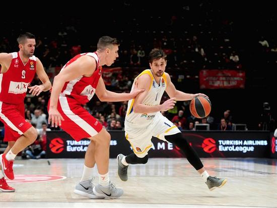 Алексей Швед нокаутировал баскетбольный