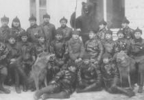 Сотрудники ВЧК носили кожаные куртки: им раздали обмундирование для летчиков