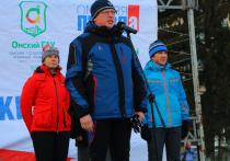 Омский губернатор Александр Бурков принял участие в лыжной гонке
