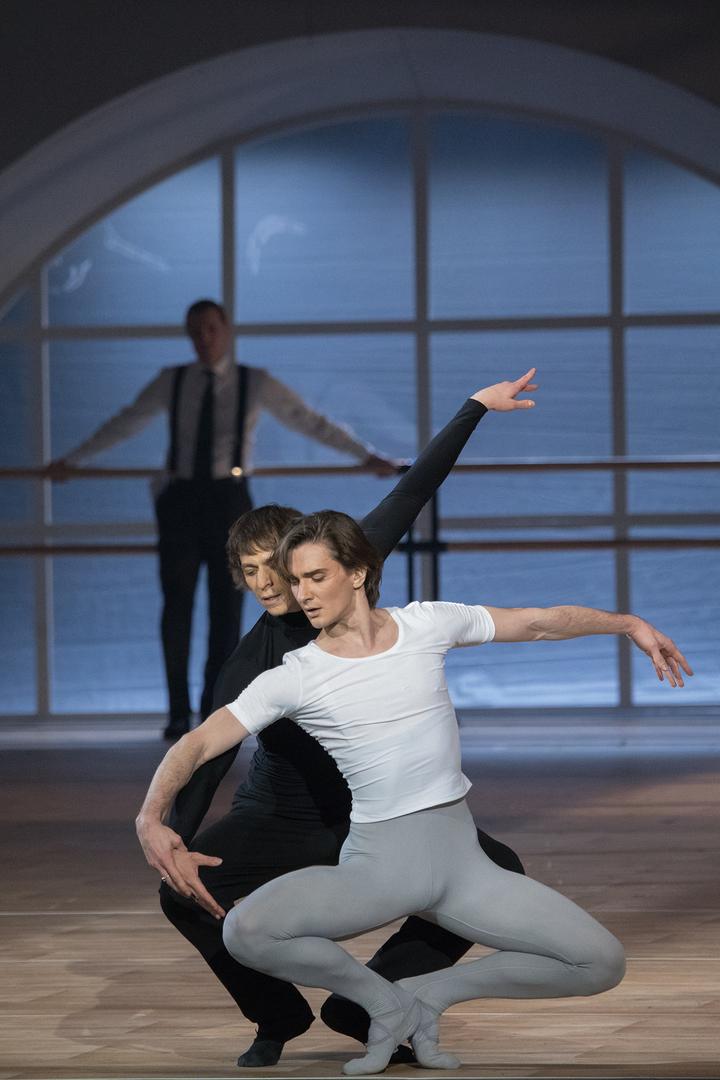 Голый танцор балета телки отсасывают фото