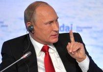 Президент России Владимир Путин в понедельник утром прилетел на российскую авиабазу в Сирии Хмеймим