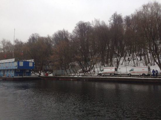 По словам знакомых, спасенная из Москвы-реки женщина помешалась на почве религиозных практик