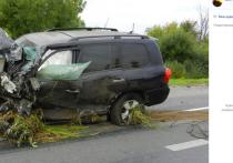 В Крыму произошло серьезное ДТП с бронированным внедорожником Toyota, на котором ранее передвигалась экс-прокурор Крыма Наталья Поклонская