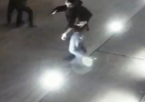 В день второй годовщины перестрелки возле кафе Elements в Москве в Пресненском суде показания давал один из фигурантов дела — экс-оперуполномоченный ОМВД «Хамовники» Денис Ромашкин, который обвиняется в бездействии