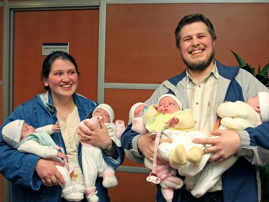 Демография в законе: утверждены новые выплаты на рождение детей