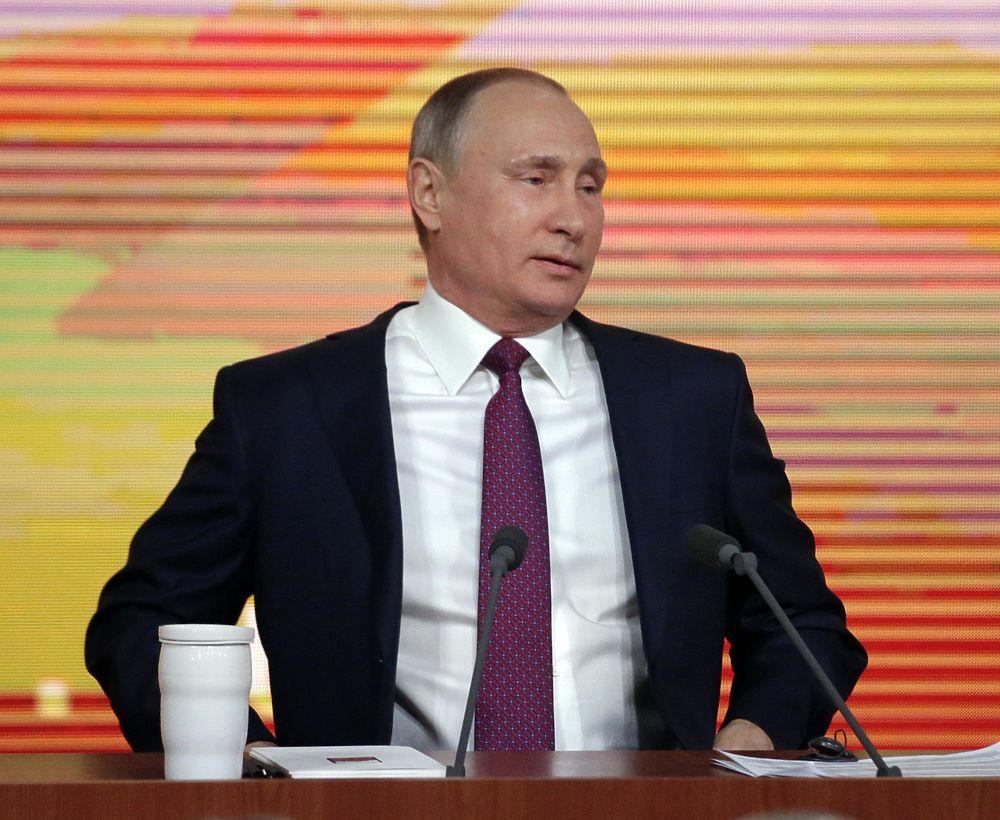 Нравственность, одаренные дети и красное платье Собчак: большая пресс-конференция Путина