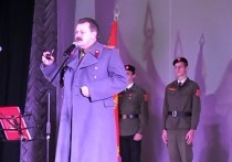 По случаю 138-летней годовщины со дня рождения Иосифа Сталина в Севастополе состоялся концерт, в ходе которого коммунисты произвели нескольких ребят в пионеры, сообщают местные СМИ