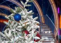 На работе — корпоративы и аврал, в магазинах — новогодние скидки на малоинтересные товары и ползущие вверх цены на сверхнеобходимое, дома — генеральная уборка и дети, пишущие письма Деду Морозу