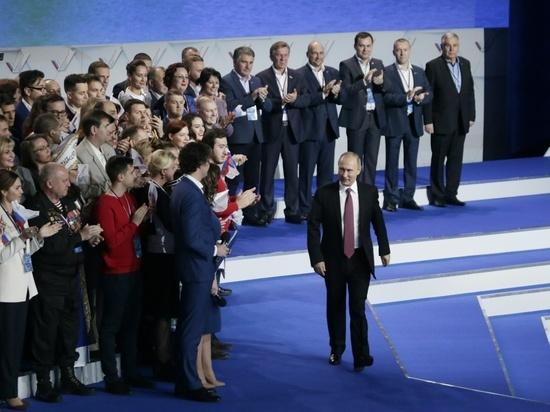 Путину на форуме ОНФ показали мётлы и мальчика в болоте