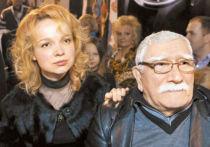 Адвокатам Цымбалюк-Романовской не ответили на вопрос, что знаменитый артист делает в театре