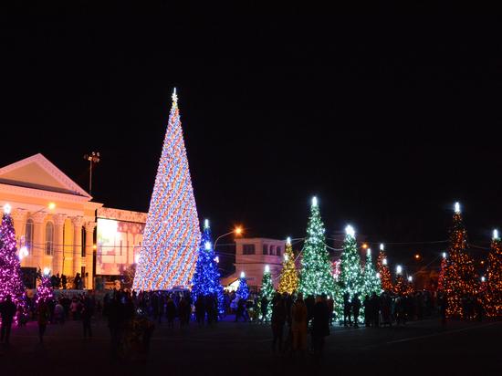 Волшебные ели на площади Ленина стали излюбленным местом для зимнего селфи
