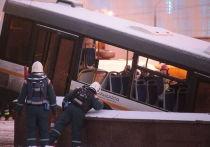 58-летний Виктор Тихонов, бывший за рулем автобуса, наехавшего на людей в переходе станции метро «Славянский бульвар» в Москве, перенес кровоизлияние в мозг и находится в тяжелом состоянии, сообщает источник ТАССа