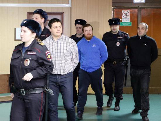 За бездействие во время схватки адвоката Буданцева и авторитета Итальянца они получили от 2 до 4 лет колонии