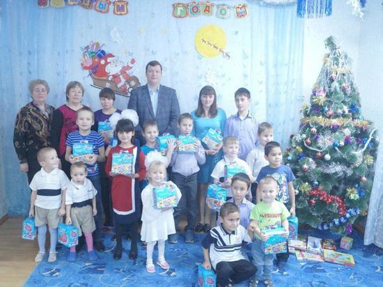 Член «Клуба «Губерния» вручил подарки приютским детям