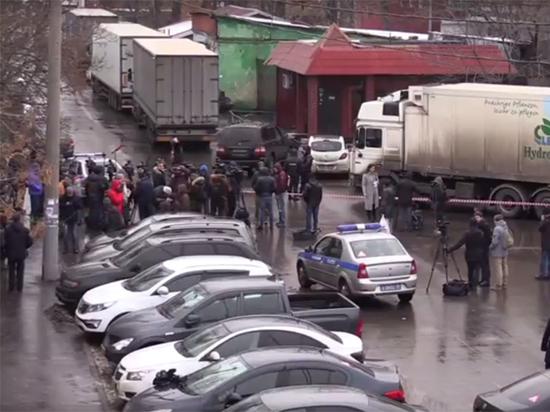 По словам адвоката подавшегося в бега Ильи Аверьянова, некие рейдеры подделали бумаги, чтобы захватить два здания