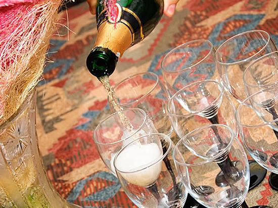 Когда можно сесть за руль после бокала шампанского