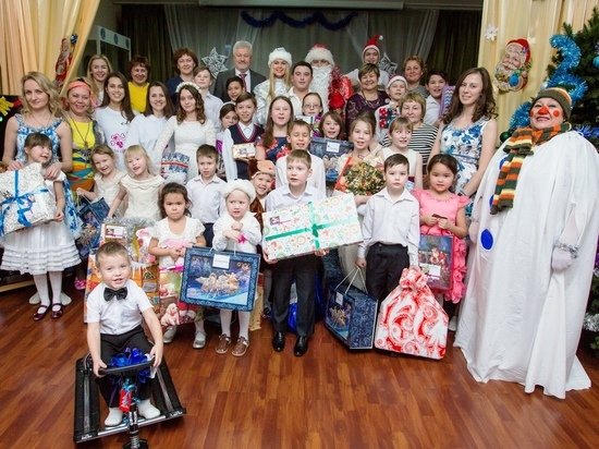 Волонтеры «Башнефти» привезли детям «Подарок Деда Мороза»