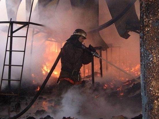 На центральном рынке в Тамбове вновь загорелся нежилой дом
