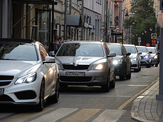Дает ли включенный «поворотник» преимущество при маневре на дороге