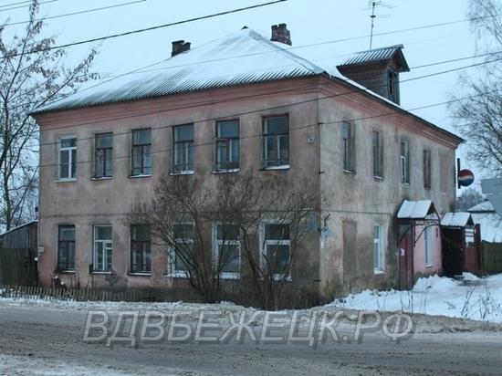 Брошенный в подъезде дома в Тверской области младенец нашёл родителей
