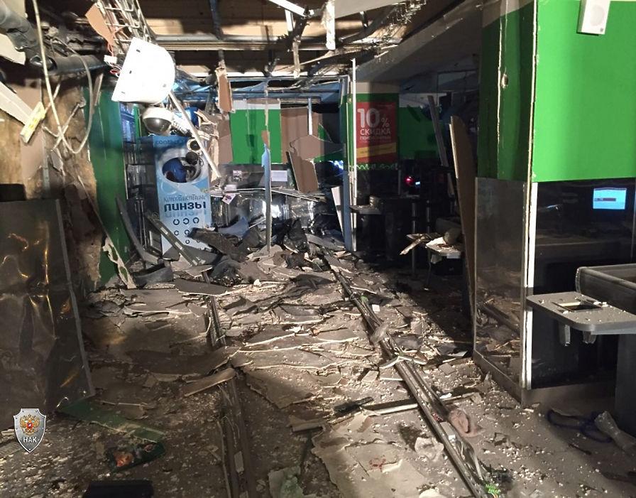 Перекрестный огонь: страшные фото с места теракта в Санкт-Петербурге