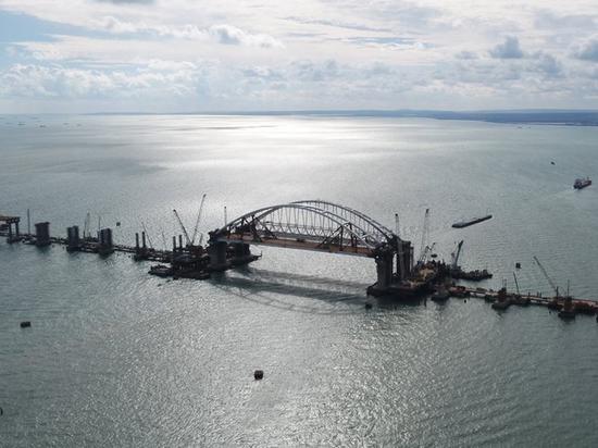 Украинский генерал: Крымский мост уязвим для ударов авиации и ракет